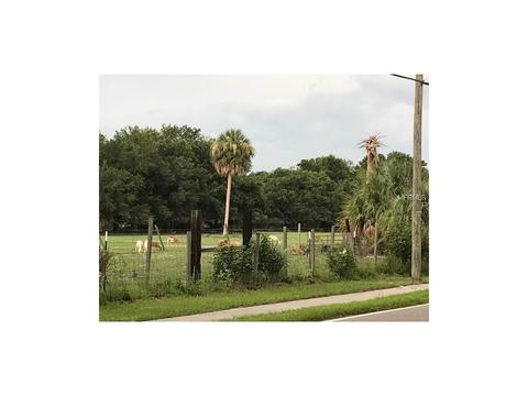 7010 Symmes Rd, Gibsonton, FL 33534