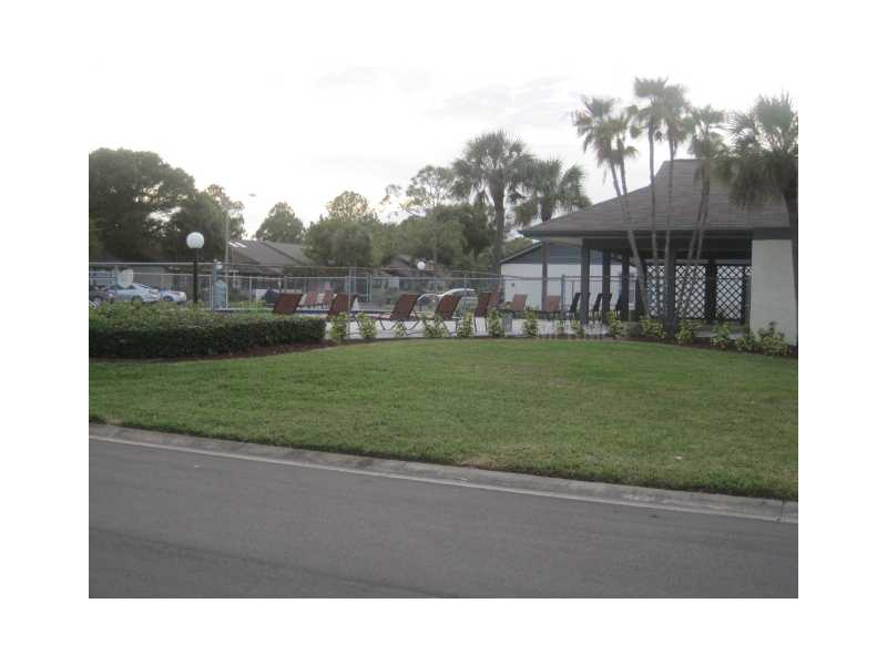 741 Rodeo Dr, Largo FL 33771