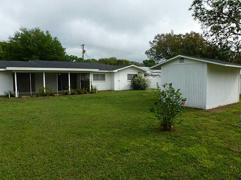 1028 Meadow Ln, Brandon FL 33511