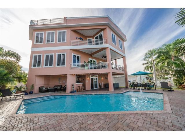 11105 5th St E, Treasure Island, FL 33706