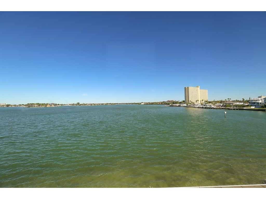 7560 Bay Island Dr #APT 348, Saint Petersburg, FL