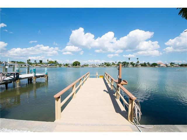 11255 3rd St E, Treasure Island, FL 33706