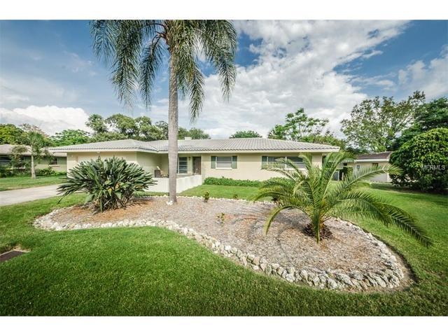 215 Live Oak Ln, Largo FL 33770