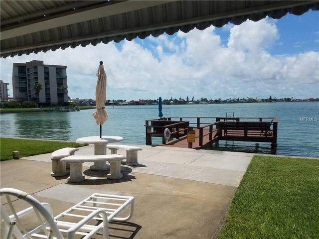 250 126th Ave #106, Treasure Island, FL 33706