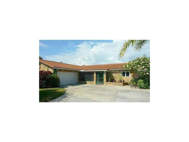 11805 6th St E, Treasure Island, FL 33706