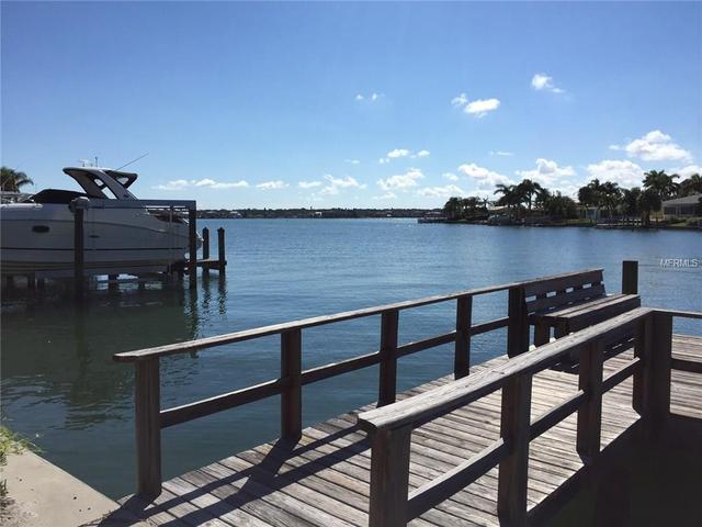 2237 Donato Dr, Belleair Beach, FL 33786
