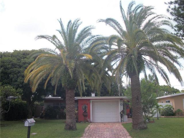 16208 2nd St E, Redington Beach, FL 33708