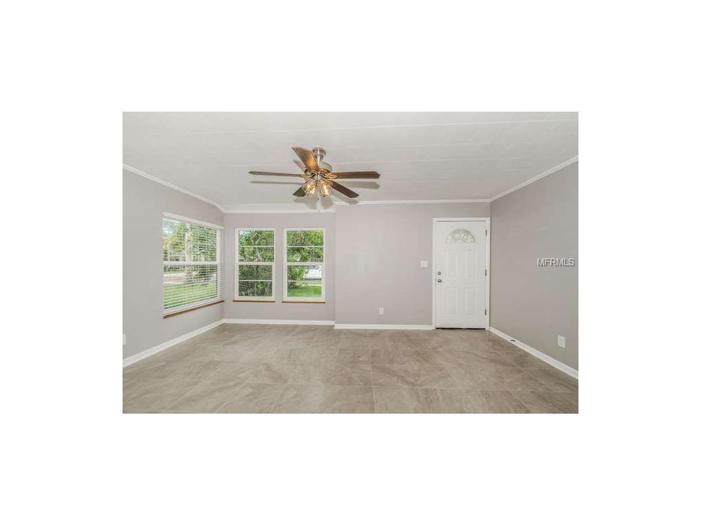 27 W Boyer Street, Tarpon Springs, FL 34689