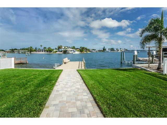 310 Palm Is NE, Clearwater Beach, FL 33767