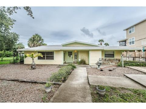 3021 Pineview Dr, Holiday, FL 34691