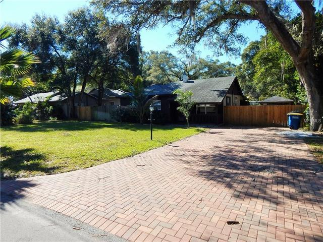 1008 Pine Brook Dr, Clearwater FL 33755