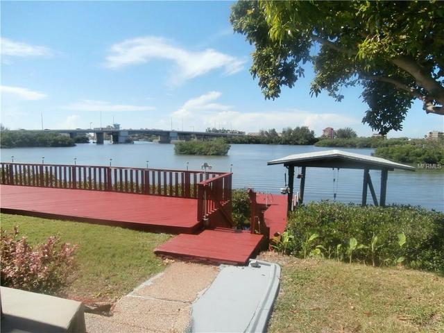 8128 Bayhaven Dr, Seminole, FL 33776