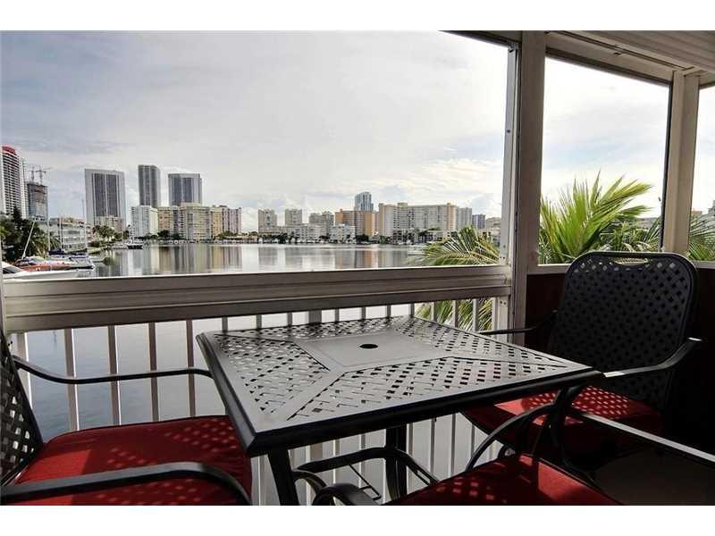 462 Golden Isles Dr #APT 302, Hallandale, FL