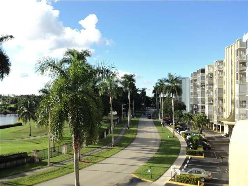 300 Diplomat Pkwy #APT 812, Hallandale, FL