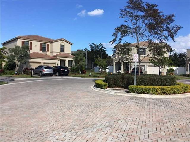 989 NE 193rd Ter, Miami, FL 33179