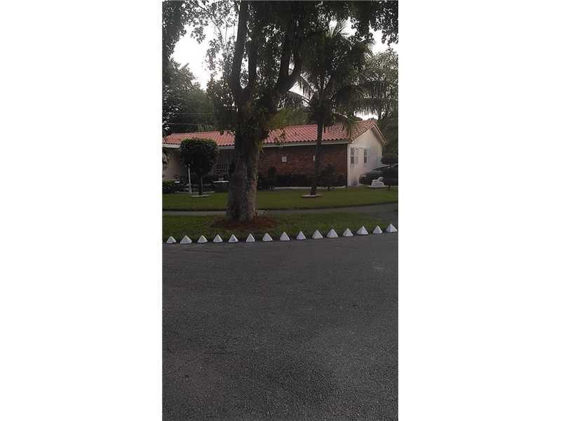 800 NE 155 St, Miami, FL