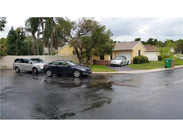 691 Pine Ridge Ter, Fort Lauderdale FL 33325