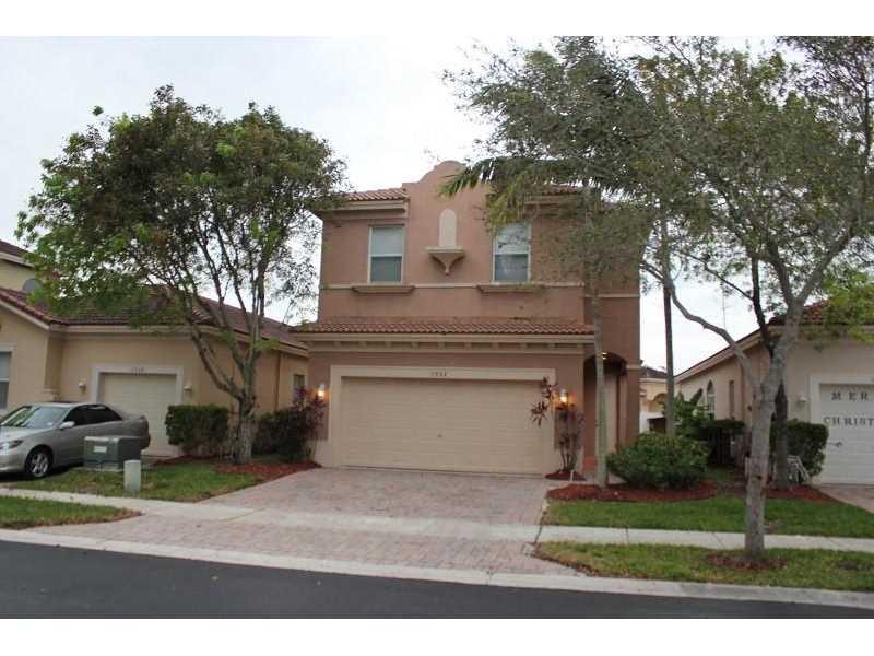 1032 NE 40th Rd, Homestead, FL