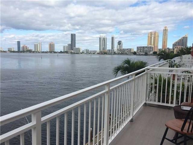 3745 NE 171 St #APT 26, North Miami Beach, FL