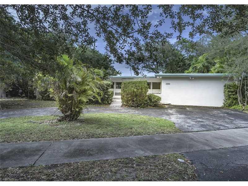 1990 NE 195th Dr, Miami, FL