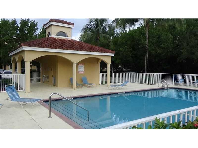 649 E Sheridan St #APT 201, Dania, FL