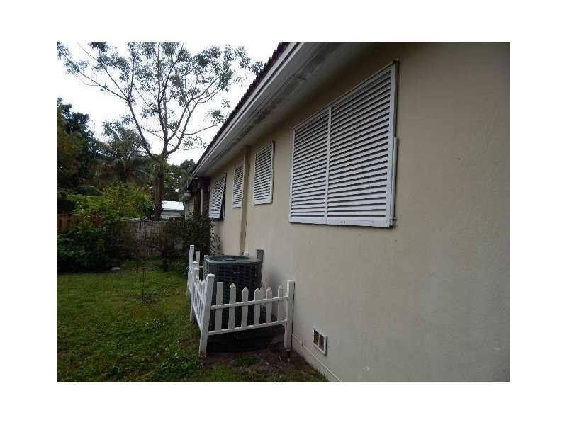 560 NE 107th St, Miami, FL