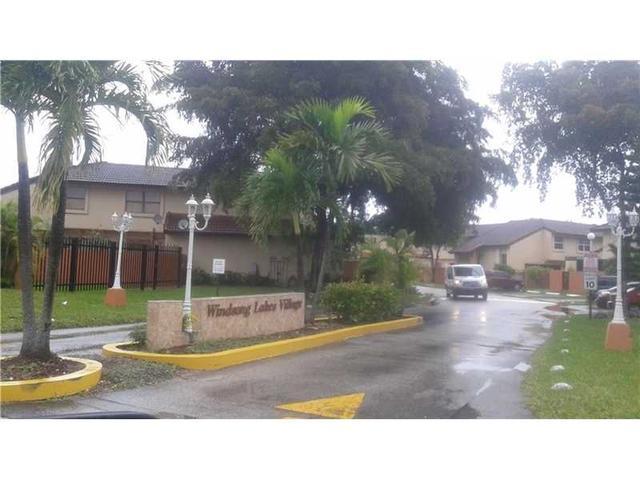 9907 NW 9 Cr #APT 2-20, Miami FL 33172