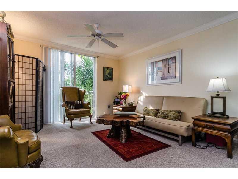 1900 Van Buren St #APT 320b, Hollywood, FL
