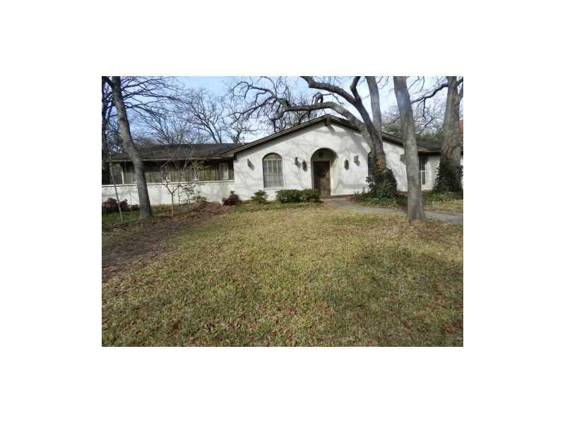 901 Ridgecrest Cir, Denton, TX