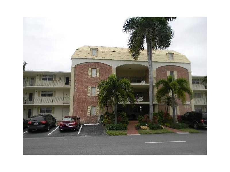 460 Paradise Isle Blvd #APT 302, Hallandale, FL
