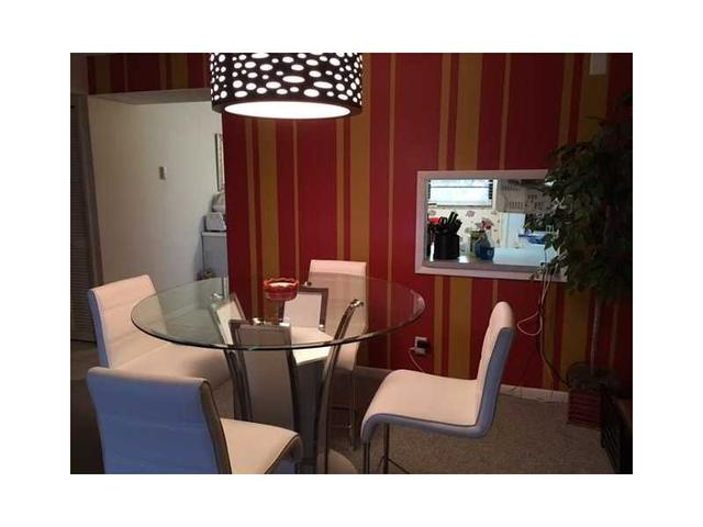 2 Briarwood Cir #APT 202, Hollywood, FL