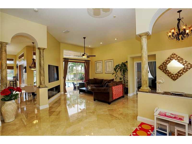 3590 NW 89th Way, Hollywood FL 33024