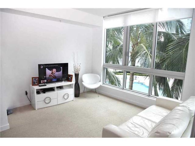 300 S Biscayne Blvd #T-1411, Miami, FL 33131