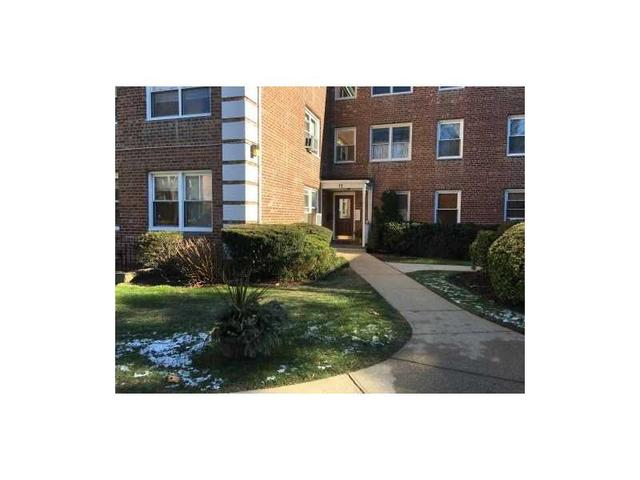 11 Edwards St #APT 2D, Roslyn Heights, NY