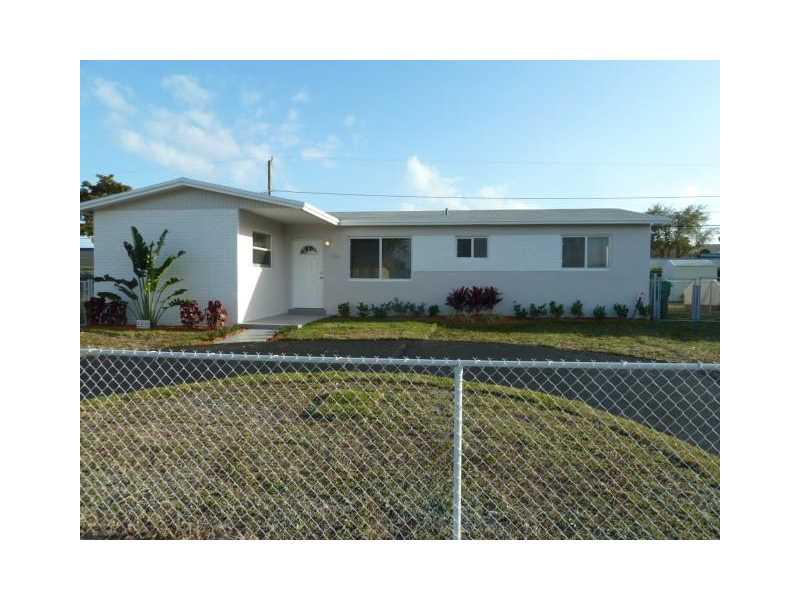 1142 NE 196th St, Miami, FL