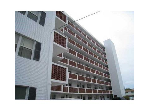 3660 NE 166 St #312, North Miami Beach, FL 33160