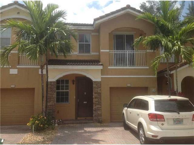 1024 NW 102nd Pl, Miami FL 33172