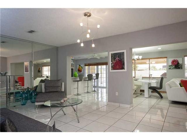 9470 SW 10th St, Miami FL 33174