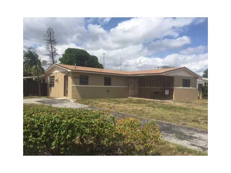 1025 NW 199th St, Miami, FL