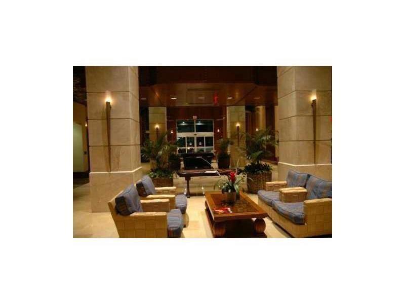 19501 W Country Club Dr #APT 1209, Miami FL 33180