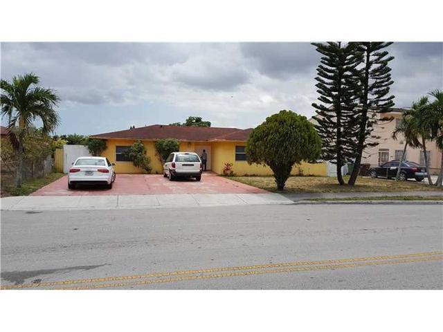810 W 74th St, Hialeah, FL