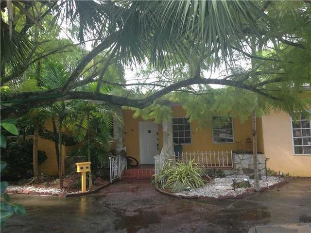 272 Hammond Dr, Miami FL 33166