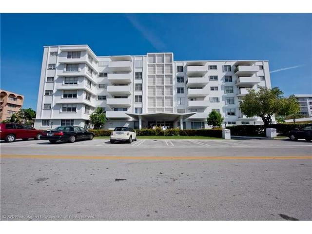1075 92nd St #APT 301, Miami Beach FL 33154