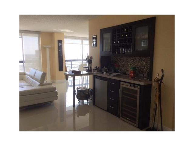 3500 Mystic Pointe Dr #APT 3903, Miami FL 33180