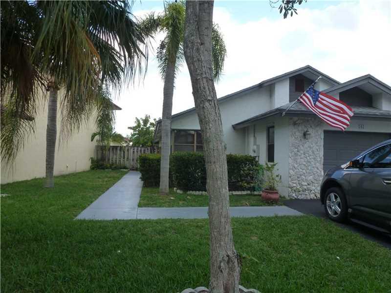 542 Lakeside Cir, Fort Lauderdale FL 33326