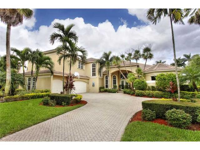 2438 Poinciana Ct Fort Lauderdale, FL 33327