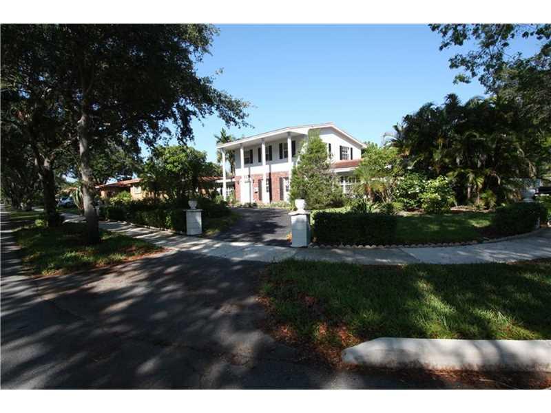 16001 E Troon Circle, Miami Lakes, FL 33014