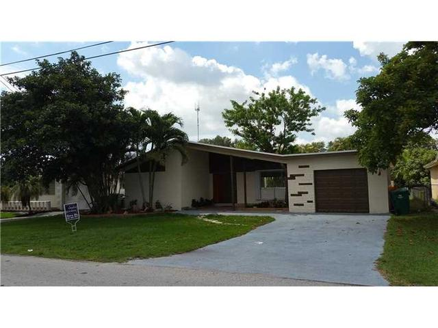 6632 Evergreen Dr, Hollywood, FL