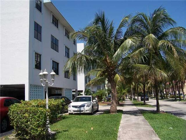 3702 NE 171 St #APT 8, North Miami Beach, FL