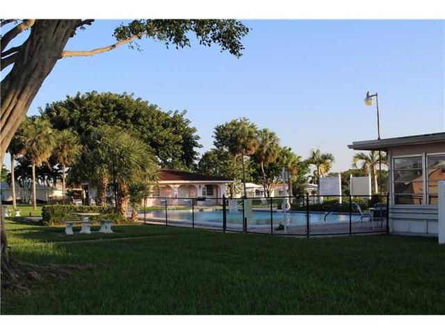 4905 NW 52nd Ct, Fort Lauderdale, FL